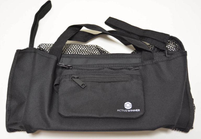バッグの外観はコンパクトでシックな感じです。